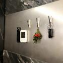 壁面にはマグネットボードを設置し、キッチン周りにあると便利な細かいものやメモの収納にも便利