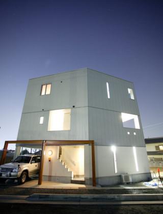 五角形の変形土地を生かした家