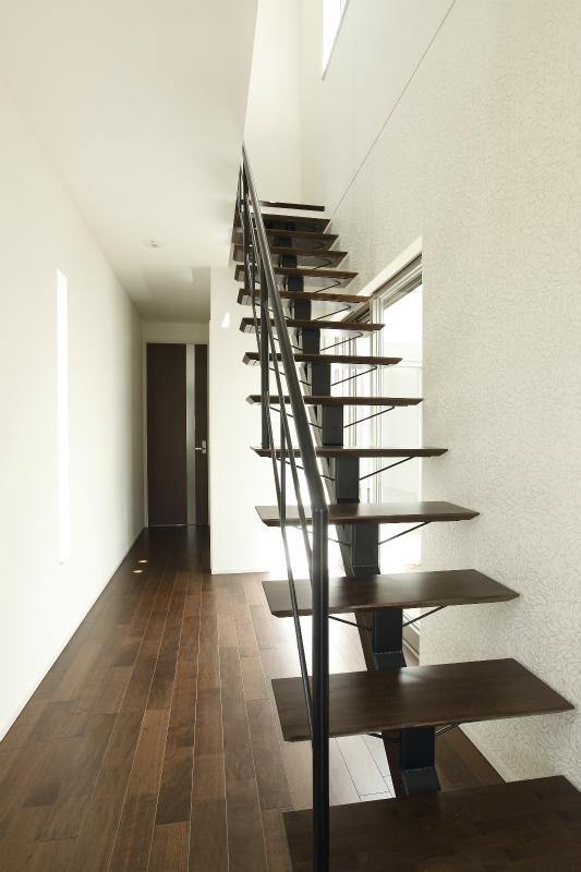 天井3mのオープンな階段