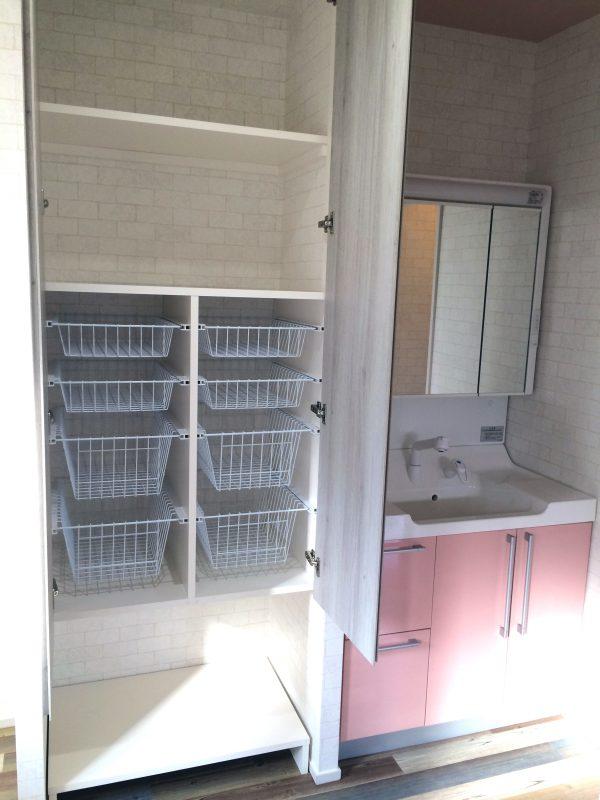 たっぷりの収納を確保した洗面台