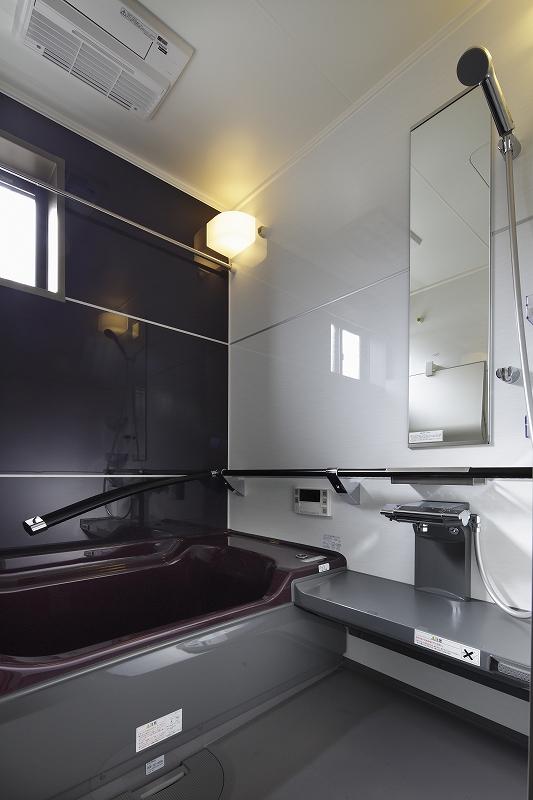 浴室乾燥機など充実の装備のシステムバスルーム