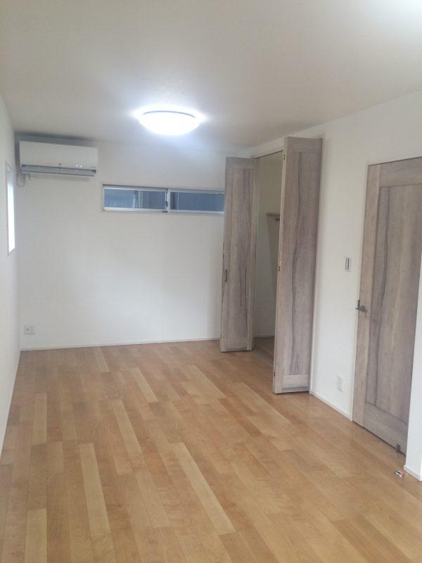 将来は子ども部屋として使用できるように2か所ドアのついた寝室